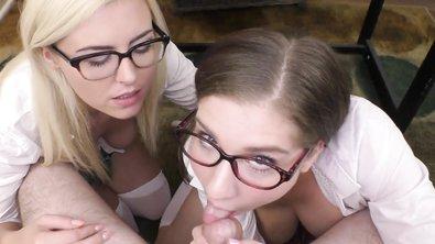 Одетые девушки в очках прямо в школе сосут член голому парню