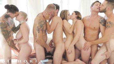 Сисястые телки устроили бисексуальную вечеринку со своими кавалерами