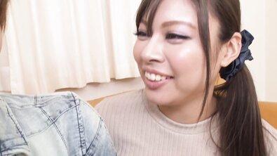 Пухлая японка с большими натуральными сиськами скинула трусики для одногруппника