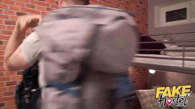Стройную азиатку с косичками семейная пара втянула в ЖМЖ-трах