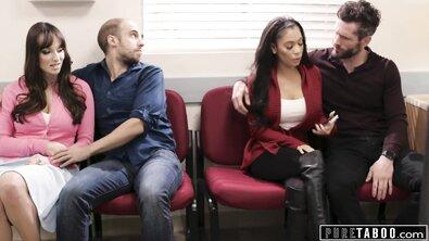 Красивой зрелке с большими дойками в больнице накончали внутрь двое незнакомцев