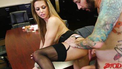 Офисная шлюха: секретаршу жестко выебали в жопу прямо на работе