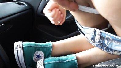 Крупным планом: проститутку оттрахали толстым хуем прямо в машине