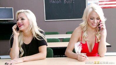 Сисястую блондинку учитель круто выебал прямо в аудитории