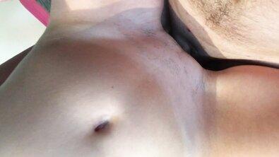 Крупным планом: француженка скачет бритой пиздой на упругом стволе