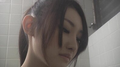 Стройную японку выебали в волосатую пизду через капроновые колготки от первого лица