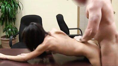 Кремпай подборка: худым девкам кончают внутрь после жесткого траха на кастингах