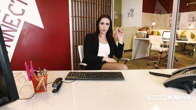 От первого лица: сисястая шлюха в чулках обслужила своего босса прямо в офисе