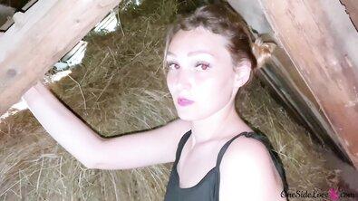Симпатичная светловолосая фермерша сделала в загоне минет от первого лица