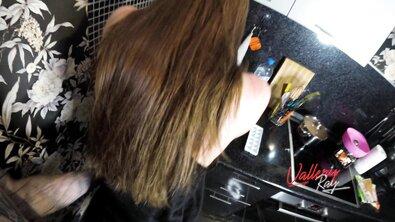 Татуированный пацан вставил жопастой девке с крошечными сиськами на кухне