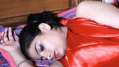 Молодую жопастую индианку в кровати оттрахал муж лучшей подруги