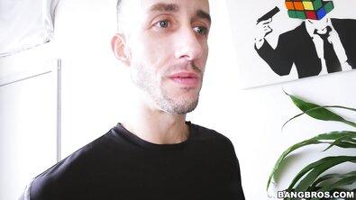 Жопастая Адриана Чечик сквиртует от анальной ебли с огромным хуем