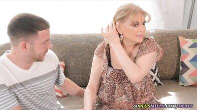 Сисястая светловолосая бабка соблазнила собственного внука