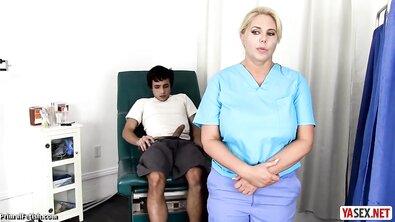 Грудастая докторша помогла озабоченному пациенту кончить
