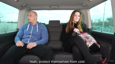 Пухлую рыжеволосую телку незнакомец раком выебал в машине