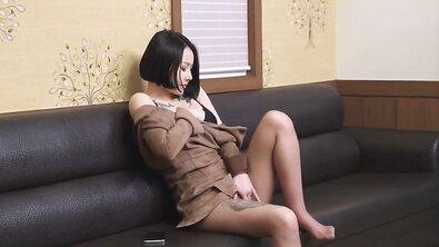 Нежный секс коротко стриженной азиатки с большими растянутыми сиськами