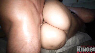 Рарри Раунд получает масляный массаж большой попки с хэппи эндом в интимной обстановке