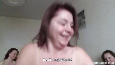 Бабка позвала подруг и все трахнули молодой хуй на вечеринке в честь климакса