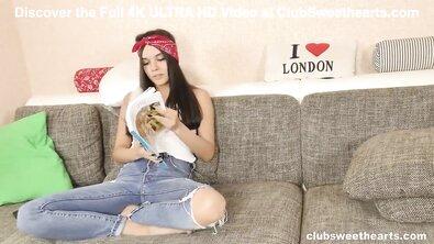 Студент трахает молодую девушку в волосатую киску на диване