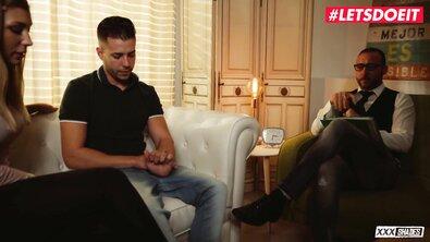Сербская сексвайф Хейли Хилл трахает любовника на парной терапии у психолога