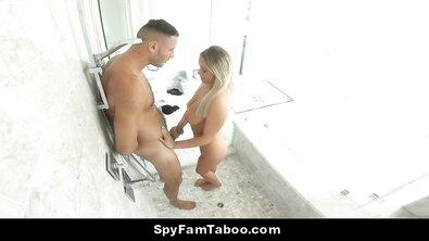 Сестра забралась к брату в душ ради кунилингуса и ебли