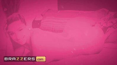 Большой пистон амбала в большой попке блондинки в розовом топе